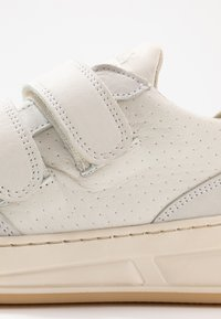 Bronx - OLD COSMO - Tenisky - offwhite - 2