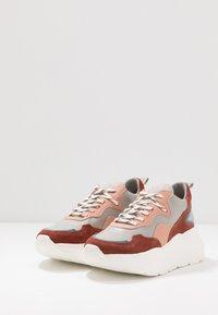 Bronx - GRAYSON - Zapatillas - deep rust/grey/pink/blue - 4