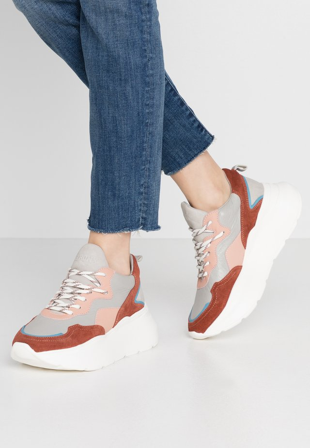 GRAYSON - Sneakers - deep rust/grey/pink/blue