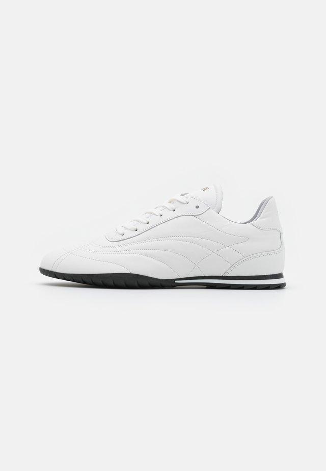 SAN SAI - Sneaker low - white