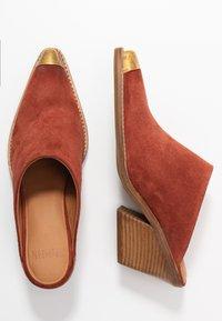 Bronx - KOLE - Pantofle na podpatku - deep rust - 3