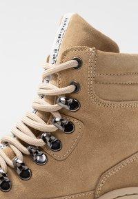 Bronx - JAXSTAR HIKING - Ankle boots - cappuccino - 2