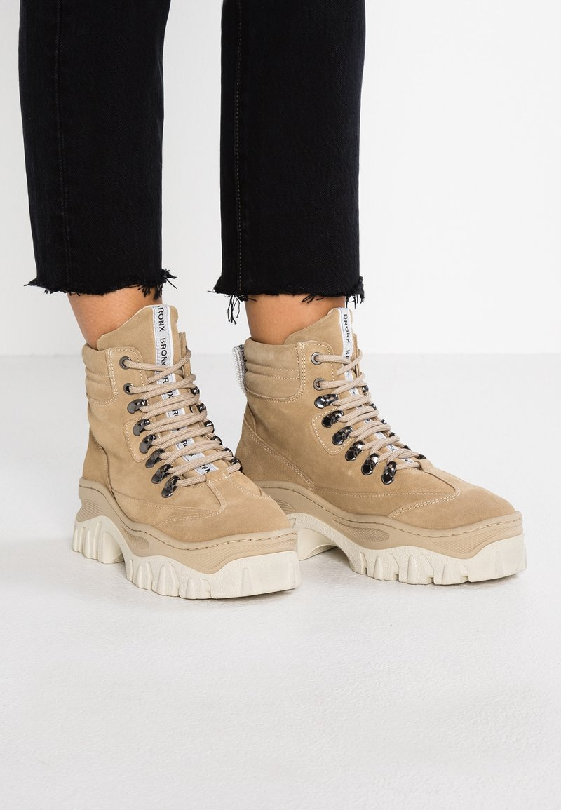 Bronx - JAXSTAR HIKING - Ankle boots - cappuccino