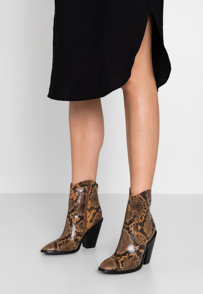 Bronx - High heeled ankle boots - cognac/black