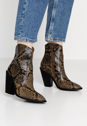 TEX-HIGH - High heeled ankle boots - black/cognac
