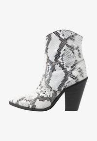 Bronx - TEX-HIGH - High heeled ankle boots - black/white - 1