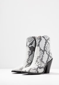 Bronx - TEX-HIGH - High heeled ankle boots - black/white - 4