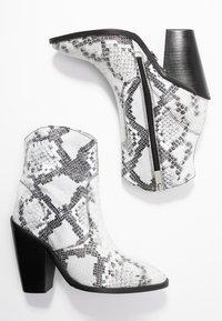 Bronx - TEX-HIGH - High heeled ankle boots - black/white - 3