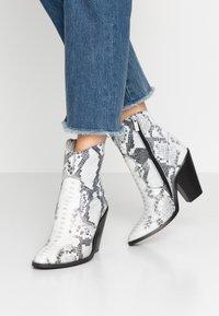 Bronx - TEX-HIGH - High heeled ankle boots - black/white - 0