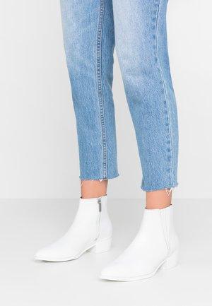 Kovbojské/motorkářské boty - white