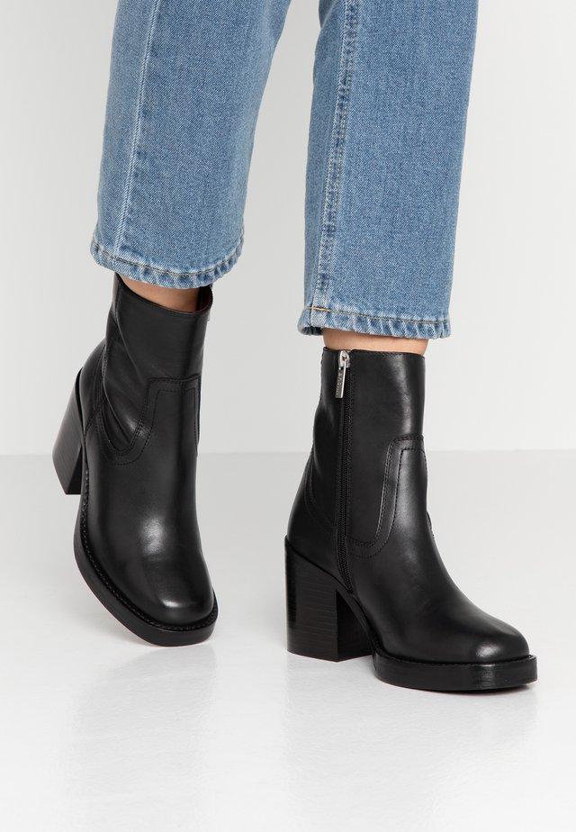 BULA-VARD - High Heel Stiefelette - black