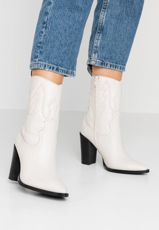 NEW-AMERICANA - High Heel Stiefelette - offwhite