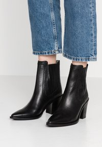 Bronx - NEW-AMERICANA LOW - Classic ankle boots - black - 0