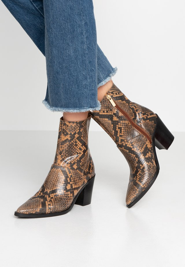 NEW-AMERICANA LOW - Classic ankle boots - black/cognac