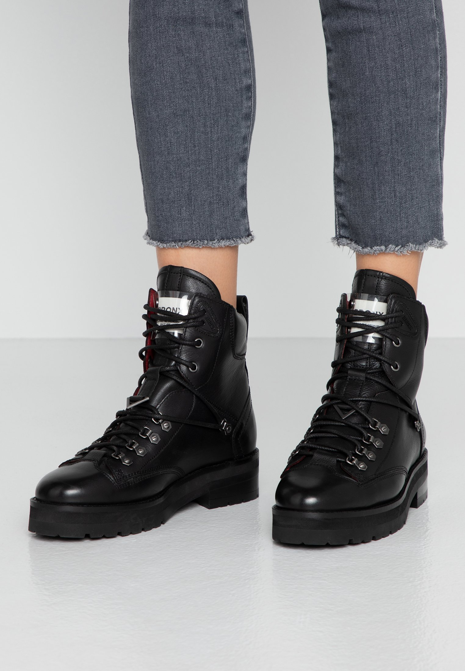 Svarta Bronx Skor & kläder online. Alltid Fri Frakt & Retur