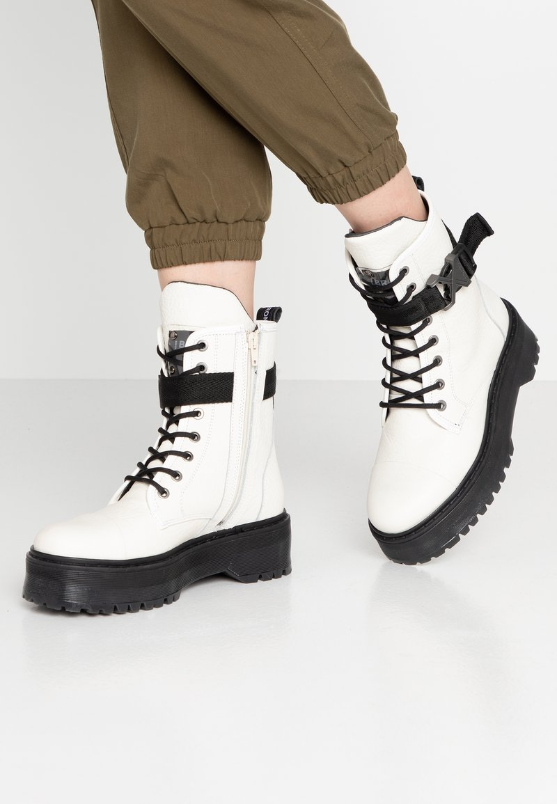 Bronx - RIFKA SUPER CHUNKY - Platform ankle boots - offwhite