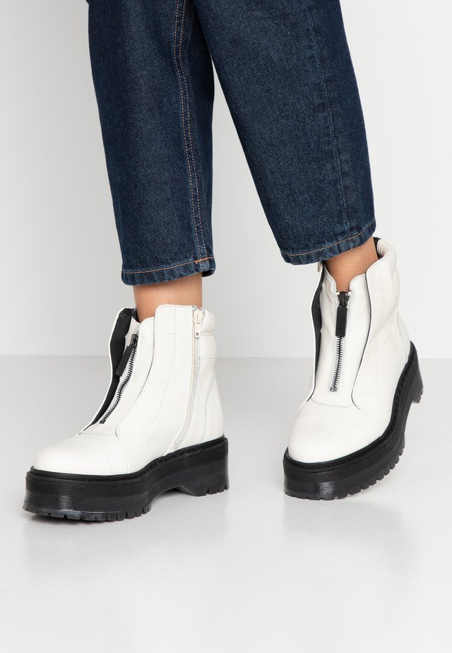RIFKA SUPER CUNKY - Plateaustiefelette - offwhite