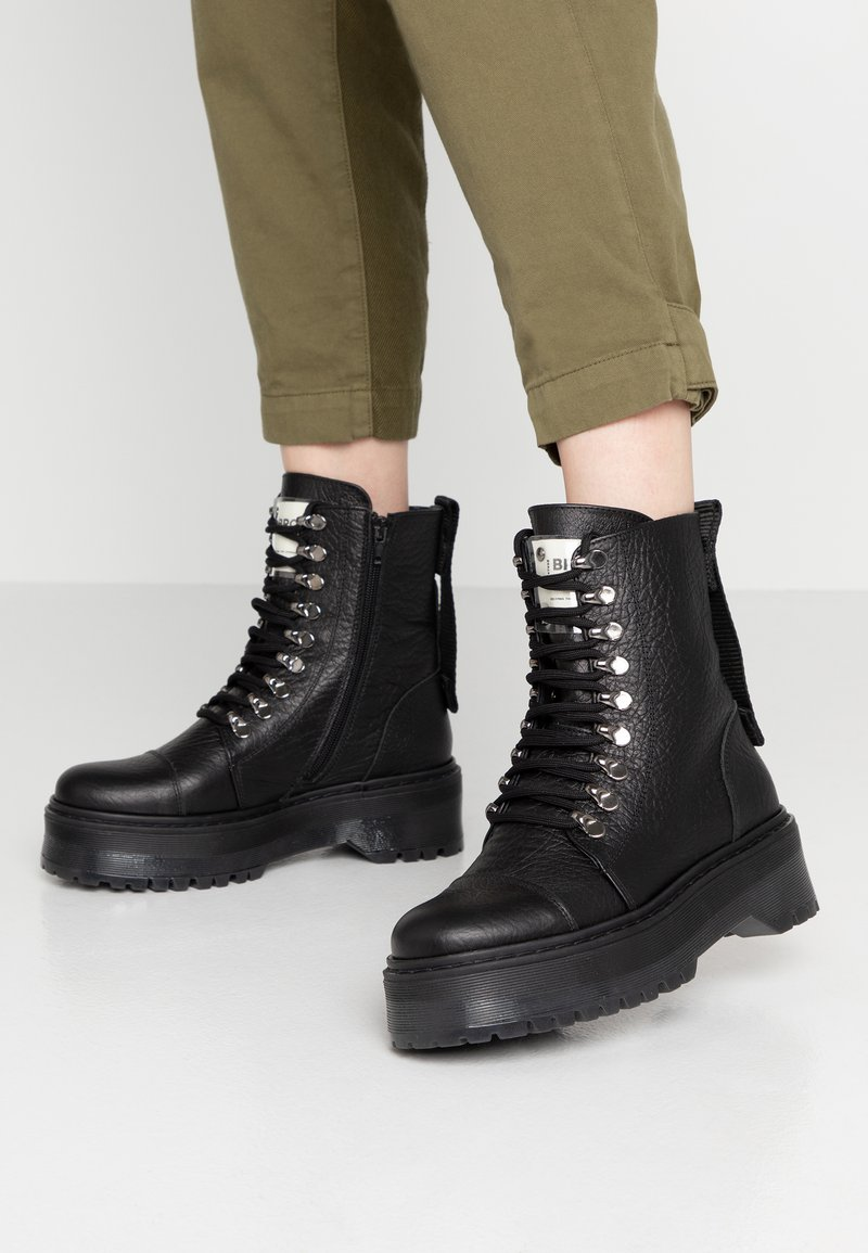 Bronx - RIFKA SUPER CHUNKY - Lace-up ankle boots - black