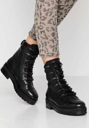 GAMLETT - Kotníkové boty na platformě - black