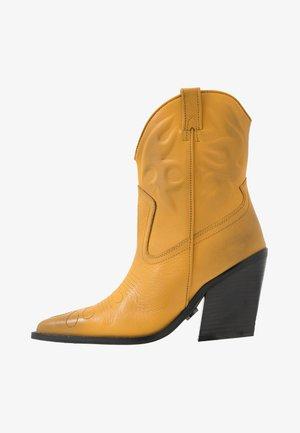 NEW KOLE - Kovbojské/motorkářské boty - mustard