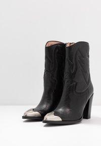 Bronx - NEW AMERICANA - Kotníková obuv na vysokém podpatku - black - 4