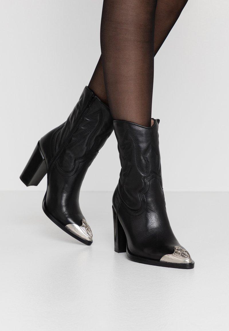 Bronx - NEW AMERICANA - Kotníková obuv na vysokém podpatku - black