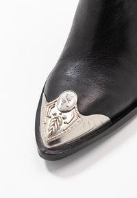 Bronx - NEW AMERICANA - Kotníková obuv na vysokém podpatku - black - 2