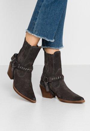 JUKESON - Cowboy/biker ankle boot - asphalt