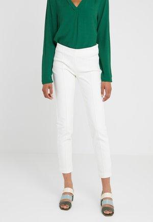 LYNN SIMONE PANT - Spodnie materiałowe - snow white