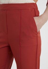 Bruuns Bazaar - RUBY ATLA PANT - Pantalon classique - red rust - 5