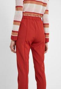 Bruuns Bazaar - RUBY ATLA PANT - Pantalon classique - red rust - 3