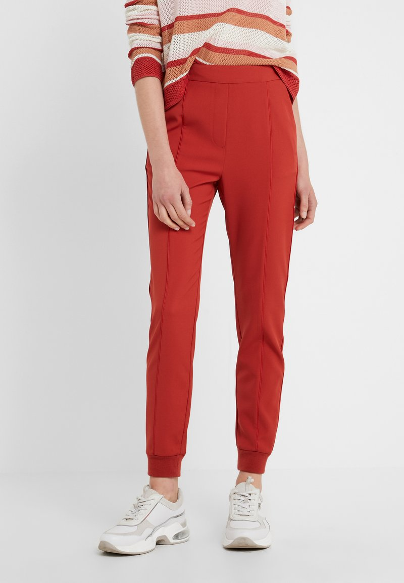 Bruuns Bazaar - RUBY ATLA PANT - Stoffhose - red rust