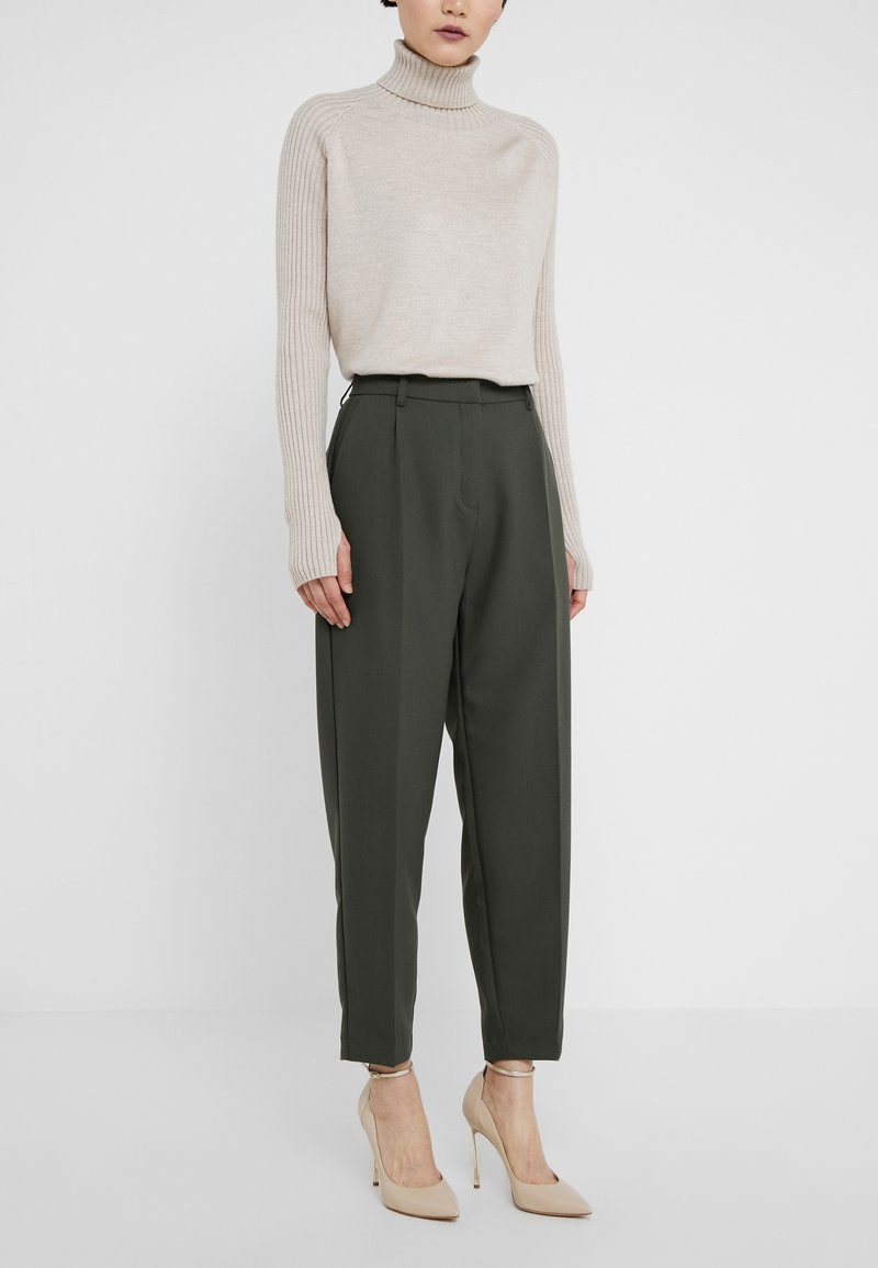 Bruuns Bazaar - CINDY DAGNY PANT - Pantalon classique - deep forest