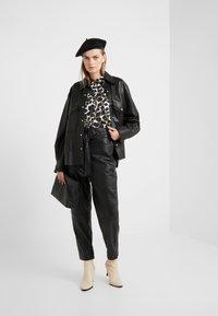 Bruuns Bazaar - PECAN ARISTA PANT - Lederhose - black - 1