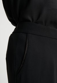 Bruuns Bazaar - VALOVA MANELLE PANT - Spodnie materiałowe - black - 4