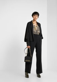 Bruuns Bazaar - VALOVA MANELLE PANT - Spodnie materiałowe - black - 1