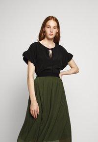 Bruuns Bazaar - THORA VIOLET SKIRT - Áčková sukně - olive green - 3