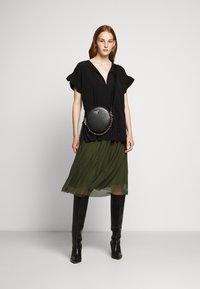 Bruuns Bazaar - THORA VIOLET SKIRT - Áčková sukně - olive green - 1