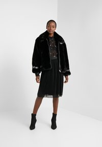 Bruuns Bazaar - METALLIC DARIANE CECILIE SKIRT - A-linjainen hame - black - 1