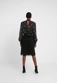 Bruuns Bazaar - METALLIC DARIANE CECILIE SKIRT - A-linjainen hame - black - 2