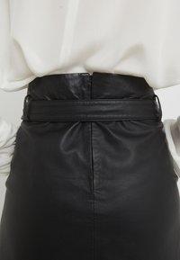 Bruuns Bazaar - PECAN LULLIE  - Kožená sukně - black - 5