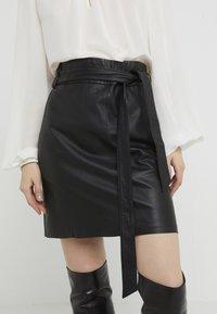 Bruuns Bazaar - PECAN LULLIE  - Kožená sukně - black - 3