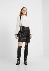 Bruuns Bazaar - PECAN LULLIE  - Kožená sukně - black - 1