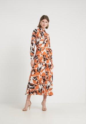 LEAVES VITA DRESS - Vestito lungo - burnt copper