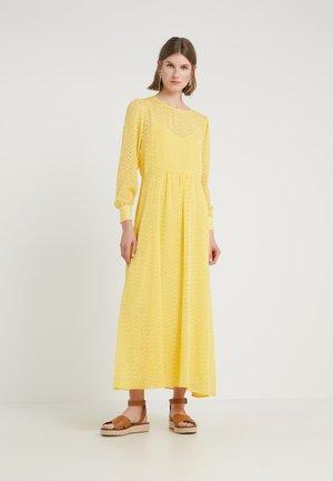ZILKE LUZIA DRESS - Maxi-jurk - peachy yellow