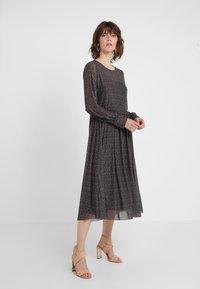 Bruuns Bazaar - EASE NATALI DRESS - Jerseyklänning - black ease artwork - 0