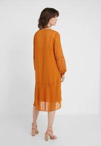 Bruuns Bazaar - MARIAH MADELINE DRESS - Vardagsklänning - sundan brown - 2