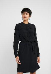 Bruuns Bazaar - LILLI VICHY DRESS - Kjole - black - 0