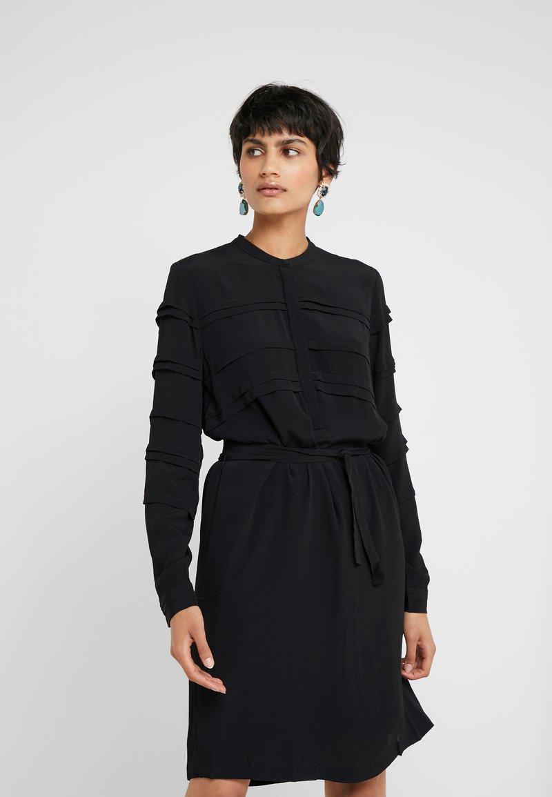 Bruuns Bazaar - LILLI VICHY DRESS - Kjole - black