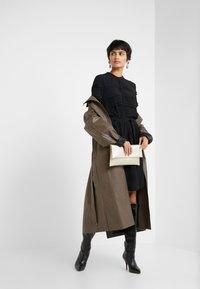 Bruuns Bazaar - LILLI VICHY DRESS - Kjole - black - 1